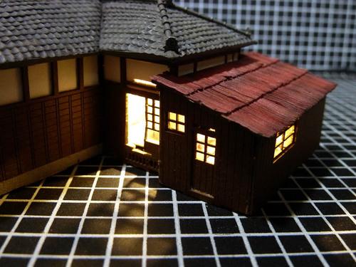 台所の屋根 点灯.jpg